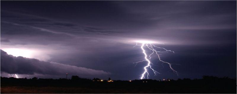 Stormcloudslightening