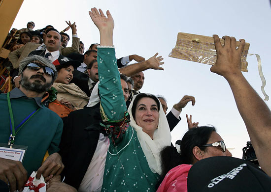 http://righttruth.typepad.com/photos/uncategorized/2007/10/18/bhutto2.jpg